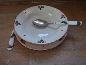 Karácsonyi tányér hozzáillő evőeszközzel. Tányér 1400.-Ft/db; evőeszköz 1000.-Ft/db. Több darab esetén kedvezmény!