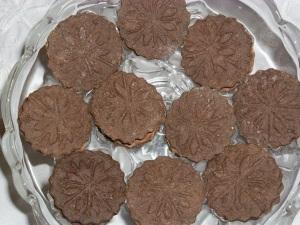 ...az ő ötletességét dicsérik ezek a hópihés kekszek is, itt két különböző tészta krémmel van összeragasztva.