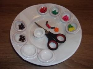 Gyöngyfűzéshez. Így könnyen és áttekinthetően válogathatók a különböző gyöngyök.